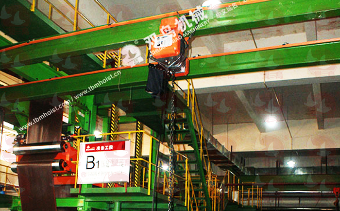 在狭小的空间里,电动葫芦吊装大型设备的主要安全技术